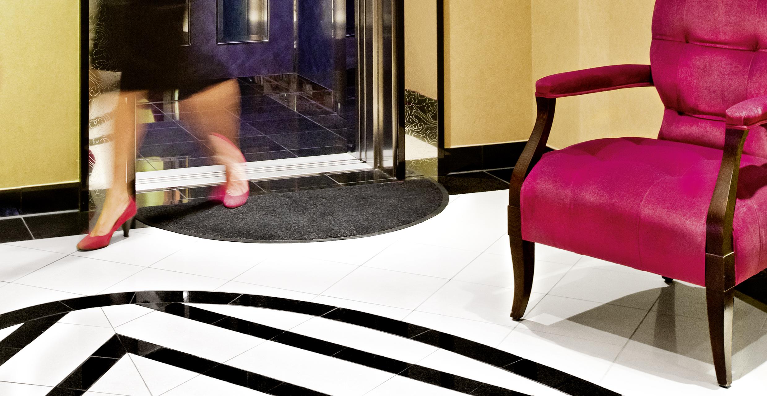 Formmatte Fahrstuhl