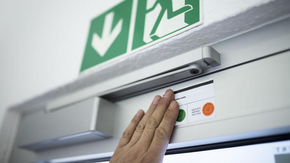 Wartung von Brandschutztüren mit Instandhaltungsnachweis