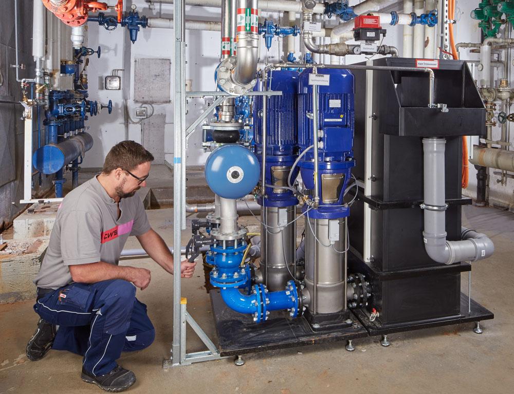 Wartung einer Löschwasseranlage mit Trinkwassertrennung CWS Fire Safety Brandschutz