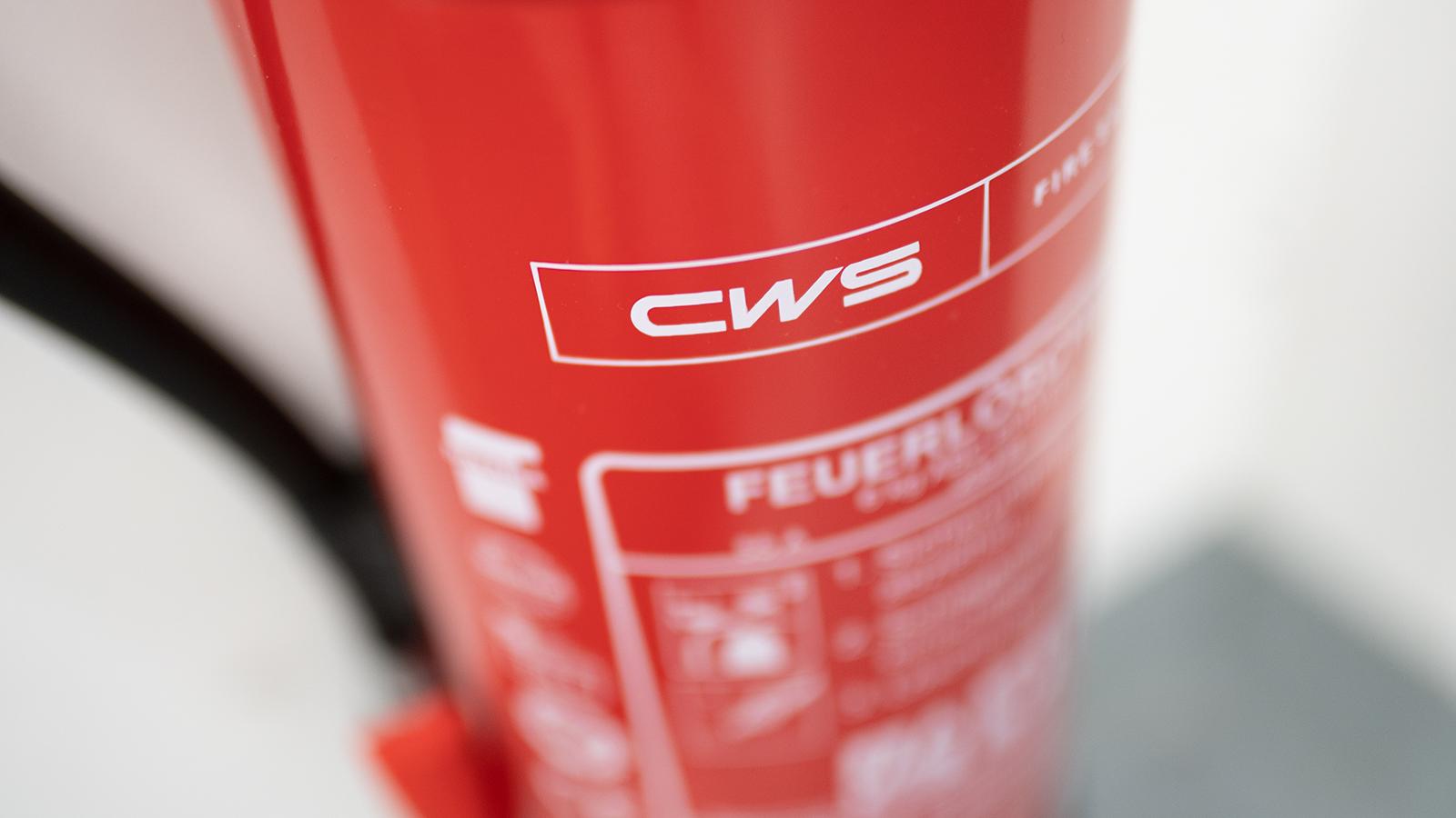 Brandschutztechniker bei CWS Fire Safety - Feuerlöscher