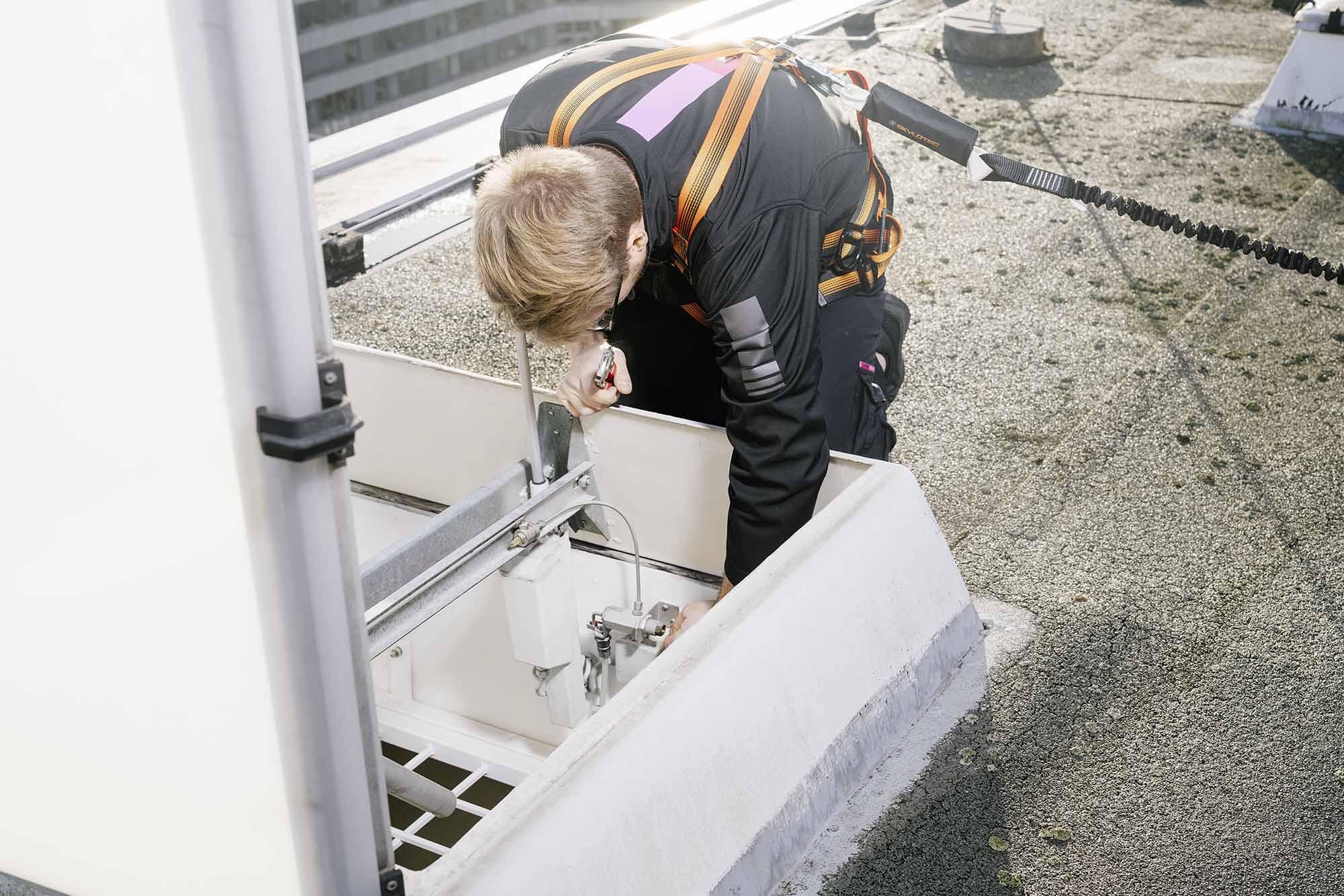 RWA-Anlage Wartung durch einen CWS Servicetechniker Brandschutz