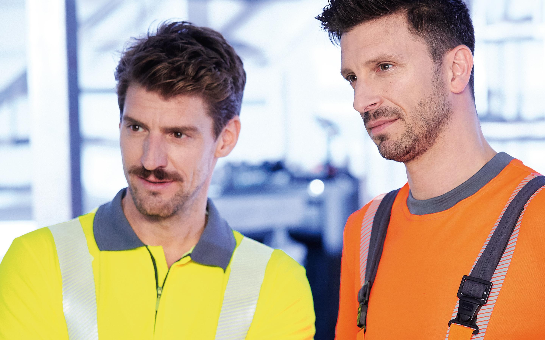 Sicherheit: Arbeiter mit gelber und orangener Warnkleidung