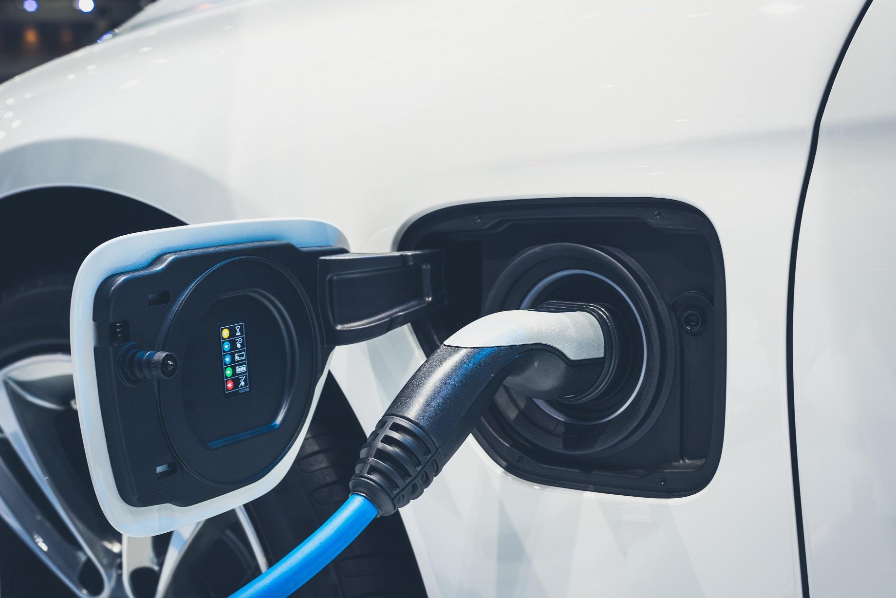 E-Auto Brandbekämpfung von Lithium-Ionen-Batterien