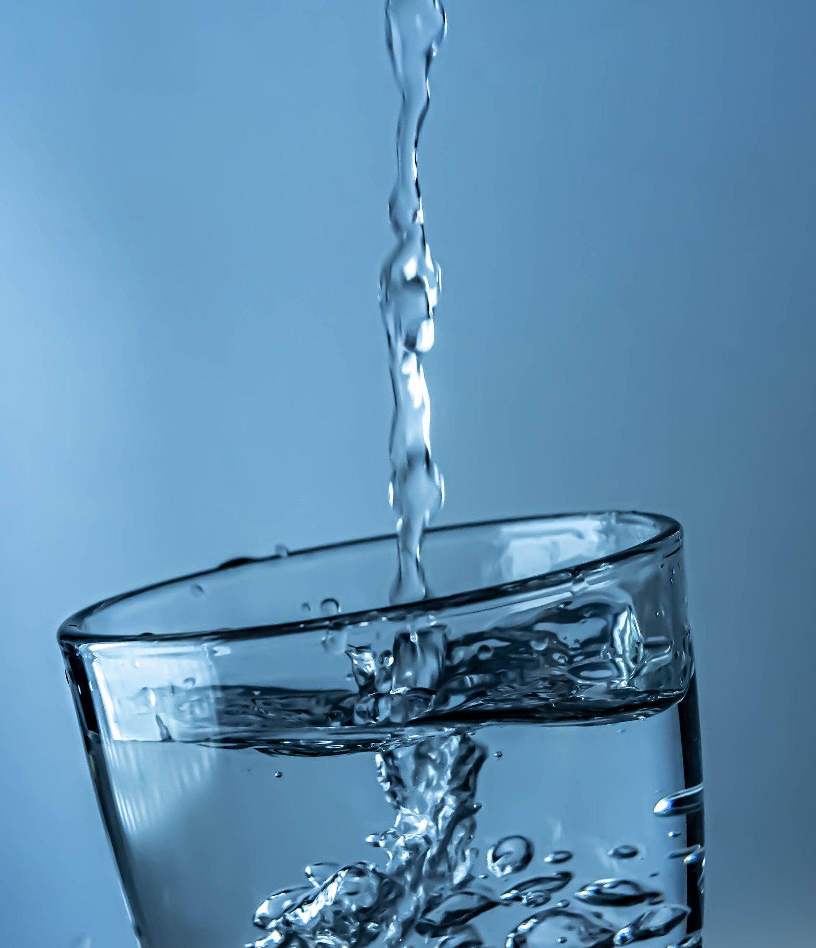 Trinkwasser im Wasserglas