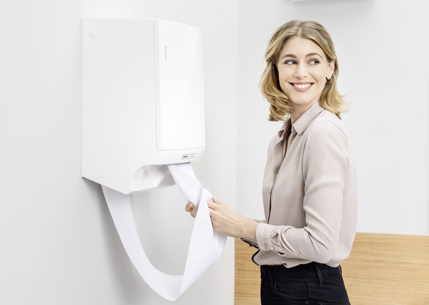 INT-HY-hand-drying-PL-Dry-NT-woman-business-Q