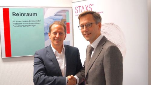 Markus Schad,  Business Unit Director CWS Cleanrooms, with STAXS® CEO Johan-Detlef Dubbelboer.