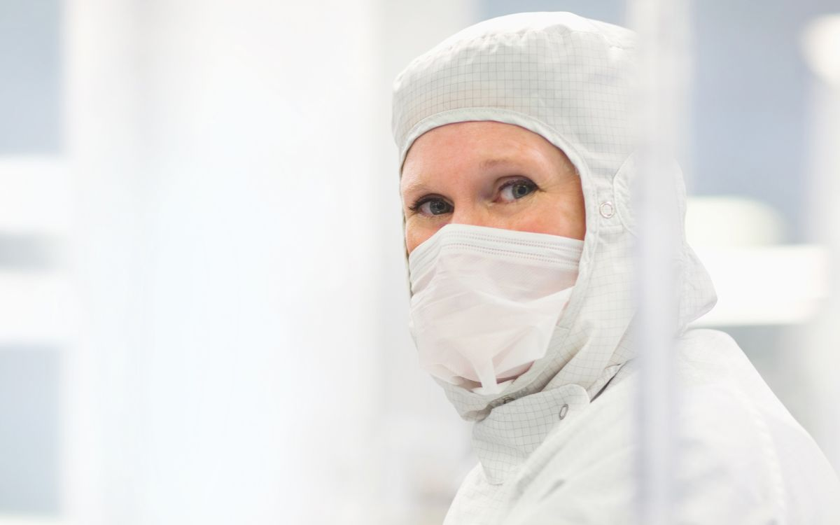 prepare-cleanroom-clothing-cleanrooms-d