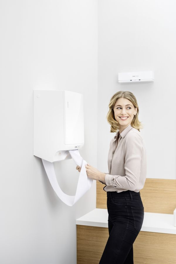 HY-hand-drying-PL-Dry-NT-woman-business